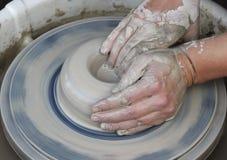 Mãos #1 do oleiro Foto de Stock