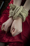 Mãos amarradas acima com corda Foto de Stock