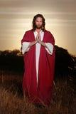 Mãos aumentadas Páscoa da oração fotos de stock royalty free