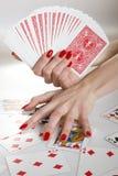 Mãos bonitas com manicure vermelho perfeito Imagem de Stock