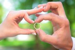 Mãos casadas recentemente Foto de Stock
