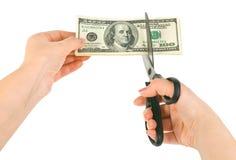 Mãos com as tesouras que cortam o dinheiro Fotos de Stock Royalty Free