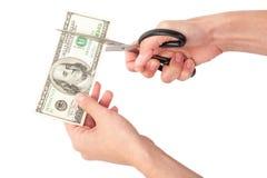 Mãos com as tesouras que cortam o dinheiro Imagem de Stock Royalty Free