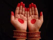 Mãos com mehndi imagem de stock royalty free