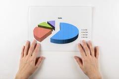 Mãos com papéis de cartas no branco Imagens de Stock