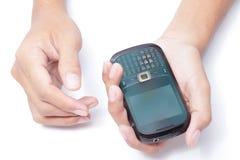 Mãos com telefone esperto Fotos de Stock Royalty Free