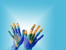 Mãos com textura da terra Imagens de Stock