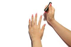 Mãos com tratamento de mãos cor-de-rosa fotos de stock royalty free