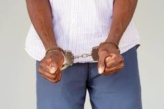 Mãos criminosas travadas nas algemas Opinião do Close-up Foto de Stock Royalty Free