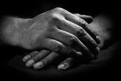 Mãos cruzadas Fotos de Stock Royalty Free