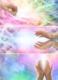Mãos curas fêmeas e energia cura x 3 bandeiras Foto de Stock