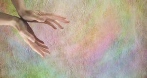 Mãos curas no fundo do pergaminho Imagem de Stock