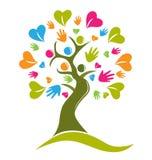 Mãos da árvore e figuras dos corações Fotos de Stock Royalty Free
