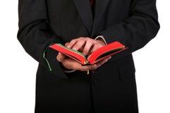 Mãos da Bíblia fotos de stock royalty free