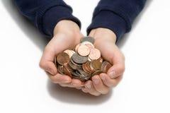 Mãos da criança que prendem moedas foto de stock