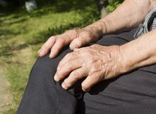 Mãos da mulher adulta Foto de Stock Royalty Free