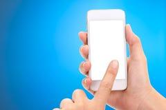 Mãos da mulher com conceito de Copyspace do telefone celular e do modelo fotografia de stock royalty free