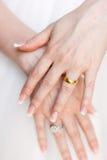 Mãos da noiva Imagens de Stock Royalty Free