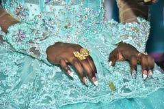 Mãos da noiva com anéis de ouro nos dedos no festival Hina, Israel 2016 Fotografia de Stock