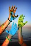 Mãos da pintura de Holi Fotografia de Stock Royalty Free