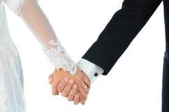 Mãos da terra arrendada dos pares do casamento do close up Imagem de Stock Royalty Free