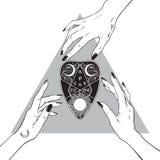 Mãos das bruxas que alcançam para fora ao planchette do ouija ilustração royalty free