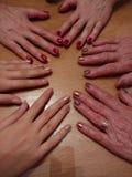Mãos das mulheres na tabela Imagem de Stock Royalty Free
