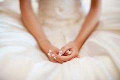 Mãos de Bride's Imagens de Stock