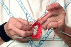 Mãos de confecção de malhas Fotos de Stock Royalty Free