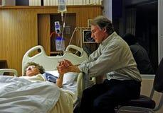 Mãos de inquietação no hospital Imagem de Stock Royalty Free