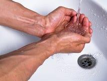 Mãos de lavagem Fotografia de Stock Royalty Free