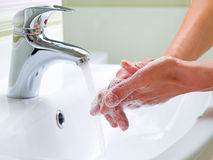 Mãos de lavagem Foto de Stock Royalty Free