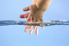 Mãos de lavagem Imagens de Stock