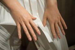 Mãos de Marilyn Monroe em um fim acima no museu da senhora Tussauds imagens de stock
