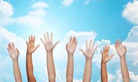 Mãos de ondulação dos povos Foto de Stock Royalty Free