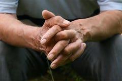 Mãos de Wrincled Fotografia de Stock Royalty Free