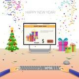 Mãos decoradas do computador do local de trabalho usando a decoração de datilografia da venda do Natal do Internet do ano novo fe Imagem de Stock Royalty Free