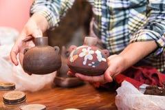 Mãos do artesão imagens de stock royalty free