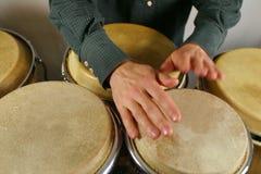 Mãos do baterista fotografia de stock