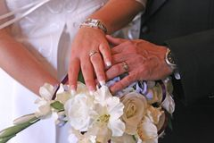 Mãos do casamento Imagens de Stock