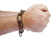 Mãos do homem acorrentado em uma corrente Imagem de Stock