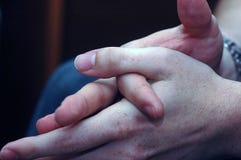 Mãos do homem de negócios foto de stock