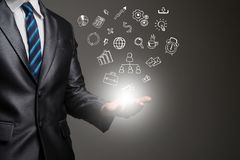 Mãos do homem de negócios com ícones do negócio da garatuja Engodo de uma comunicação Fotografia de Stock