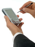 Mãos do homem de negócios com palmtop fotografia de stock