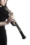 Mãos do jogador do oboé que jogam o instrumento musical imagem de stock royalty free