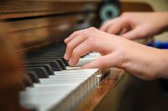 Mãos do piano Fotos de Stock