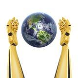 Mãos do robô em torno da terra do planeta Fotografia de Stock