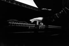 Mãos do ` s do pianista Foto de Stock Royalty Free