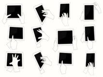Mãos do vetor que guardam o PC digital da tabuleta Imagens de Stock