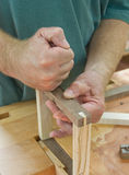 Mãos do Woodworker Fotos de Stock
